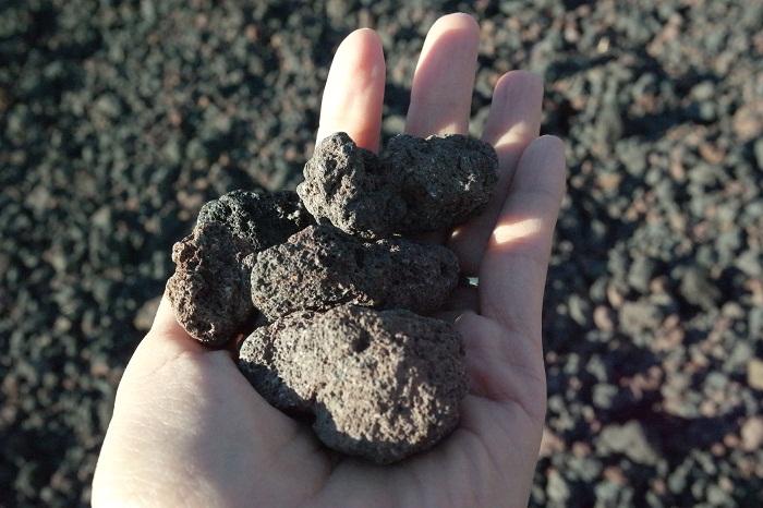 에트나 용암 자갈.jpg